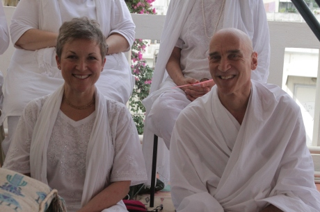 Lucinda and Swamiji Puttaparthi 11-13